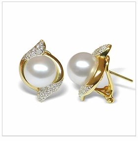 Fiti a White Australian South Sea Cultured Pearl Earring