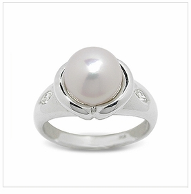 Fenris a Japanese Akoya Cultured Pearl Ring