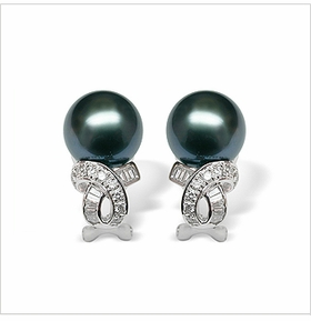 Penelope a Black Tahitian South Sea Cultured Pearl Earring