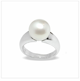 Tres Jolie White South Sea Ring