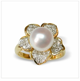 Daffodil a White Australian South Sea Cultured Pearl Ring