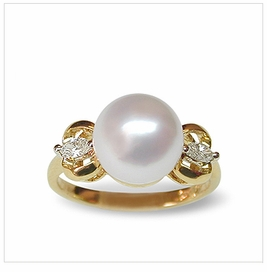 Sarotta a White Australian South Sea Cultured Pearl Ring