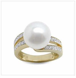 Doda a White South Sea Cultured Pearl Ring