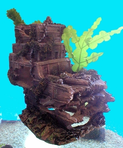 Medium Shipwreck Stern w/silk Plants by Penn Plax