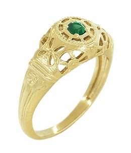 Art Deco Filigree Emerald Ring in 14 Karat Yellow Gold - Item R428YE - Image 1
