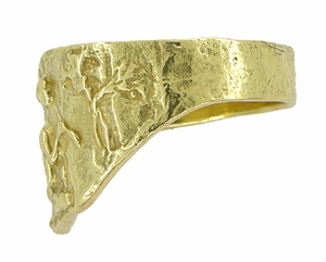 Bas-Relief Greek Scene Triangle Cigar Band in 18 Karat Yellow Gold - Item R927 - Image 1