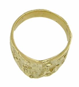 Bas-Relief Greek Scene Triangle Cigar Band in 18 Karat Yellow Gold - Item R927 - Image 3
