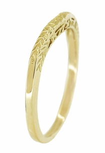 Art Deco Crown of Leaves Filigree Curved Engraved Wedding Band in 18 Karat Yellow Gold - Click to enlarge
