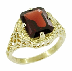 Art Deco Flowers and Leaves Almandine Garnet Filigree Ring in 14 Karat Gold