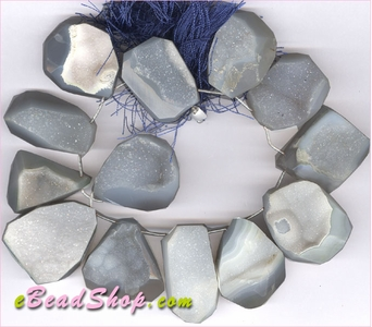 Druzy Natural Grey Nugget 25 x 35 mm