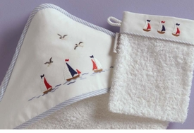 gordonsbury sailing away hooded towel and mitt
