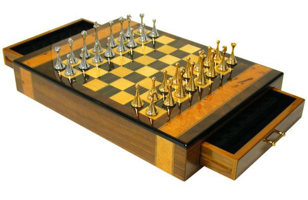 Hi-Gloss Walnut Chess Set