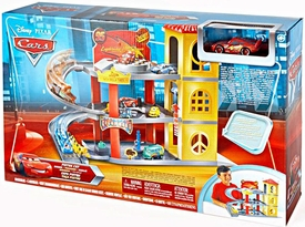 Disney / Pixar CARS Deluxe Playset Piston Cup Garage