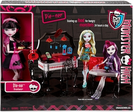 Monster High 13 Wishes Playset Die-Ner with Draculaura