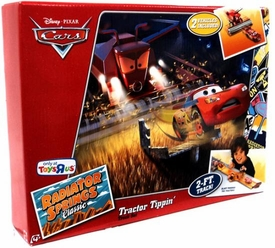 Disney / Pixar CARS Radiator Springs Classic Exclusive Playset Tractor Tippin' Track Set [Includes Plastic Frank the Combine & Lightning McQueen]