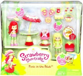 Strawberry Shortcake Hasbro Themed Playpack Picnic in the Petals