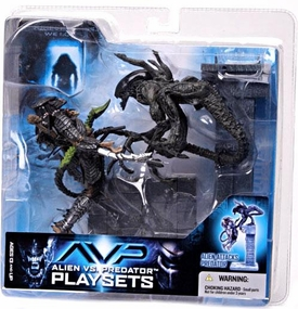 McFarlane Toys AVP Alien VS. Predator Movie Series 2 Action Figure Alien Attacks Predator