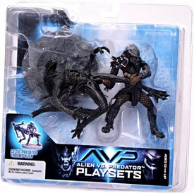 McFarlane Toys AVP Alien VS. Predator Movie Series 2 Action Figure Celtic Predator Throws Alien