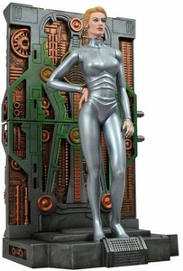 Star Trek Voyager Diamond Select Femme Fatales 9 Inch PVC Statue Seven of Nine [7 of 9] Pre-Order ships April
