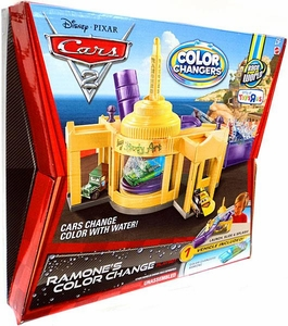 Disney / Pixar CARS 2 Movie 1:55 Exclusive Playset Ramone's Color Change