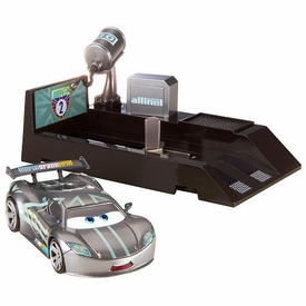 Disney / Pixar CARS 2 Movie Pit Stop Launchers with 1:55 Die Cast Car Lewis Hamilton