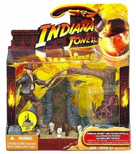 Indiana Jones Movie Deluxe Action Figure Indiana Jones with Temple Pitfall