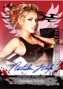 MMA Leaf 2010 Series Autographed Insert Card AV-NW1 Natasha Wicks