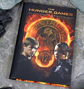 NECA The Hunger Games Journal #1 [Katniss, Peeta & District 12]