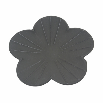 Black Plum Blossom Iron Saucer