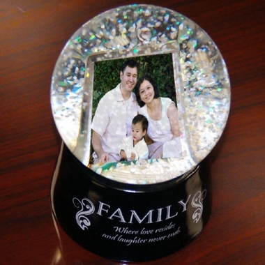 Digital Photo Snow Globe � Family