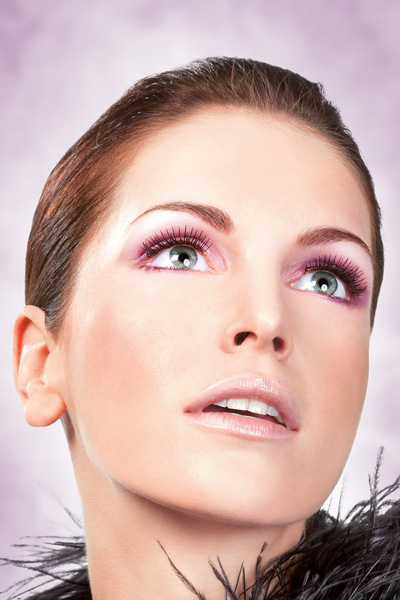 Length and Volume Enhancing False Lashes