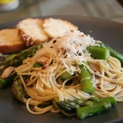 Linguine with Asparagus and Red Pepper
