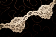 "3 1/4"" Light Beige Big Floral Vintage Lace Trim #1218"