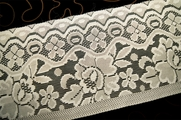 "7 1/4"" Vintage Off White Green Lace Trim #1020"