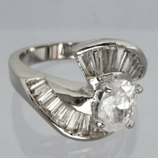 DAZZLE CZ CUBIC ZIRCONIA SILVER<BR>WEDDING BAND RING<BR>size 5