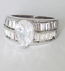 MOMENT CZ RING<br>size 6