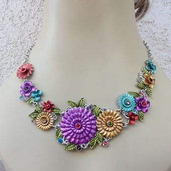 DAISY CLUSTERS 4PC FASHION JEWELRY SET INCLUDING NECKLACE, EARRINGS, RING, BRACELET<br>ONE SET REMAINING
