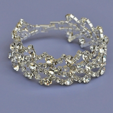 GLOWING CLEAR RHINESTONE BRACELET
