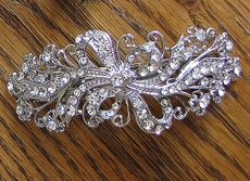 STRIKING VINTAGE-STYLED RHINESTONE HAIRCLIP