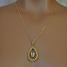 VINTAGE ESTATE OVAL NECKLACE ON GOLD