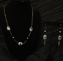 "18"" Dark Silver with Zebra Glass Bead Set"