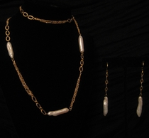 """30"""" Gold with Freshwater Drop Shape Pearl Set"""