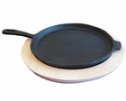 Cast Iron Ovla pan w/handle and Wooden Base