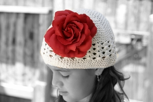 <center>Cream White Knit/Red Rose</center>