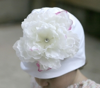 <center>Cream White Peony/White Hat</center>