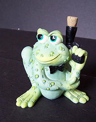 Sprogz - Pond Frog Pond Frog Figurine (RETIRED)