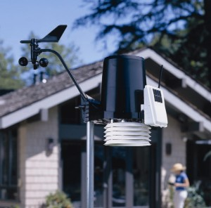 Davis Wireless 6152 Vantage Pro2 Weather Station with Standard Radiation Shield WeatherBug Backyard Package