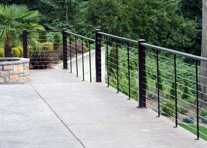 <STRONG>DECK HAND RAIL WITH STAINLESS STEEL CABLES</STRONG>