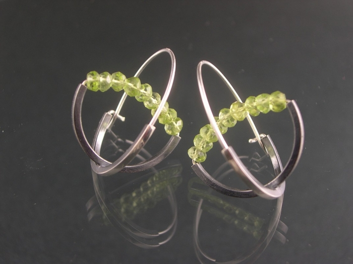Double Arc Hoop - Peridot