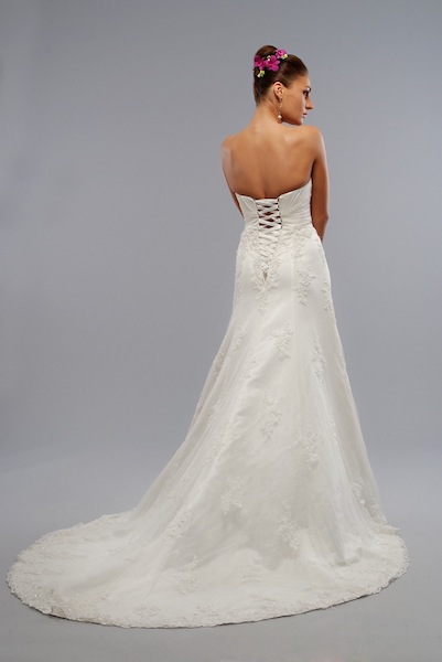 LO-VE-LA: BRIDAL GOWNS: LIZ FIELDS 9013